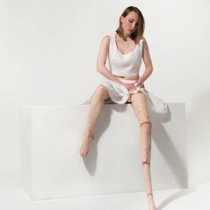 Leg Extension – katoen, linnen, siliconen - foto Rob Roos - 90 x 60 cm – 2014