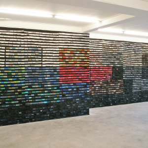 Klaagmuur van eenzame sokken, Sokken, 2009, 700 x 250 cm