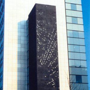 Kruimer-Gerda-Kunstwerk-in-opdracht-van-ING-Vastgoed-Fonds-BV-voor-het-Europahuis-in-Amsterdam-4-x-24-meter-gepoedercoate-aluminium-schijven-1993