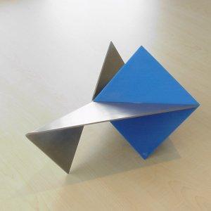 Diagonaalkwadraat, 1998, rvs+perspex, 21x42x21cm