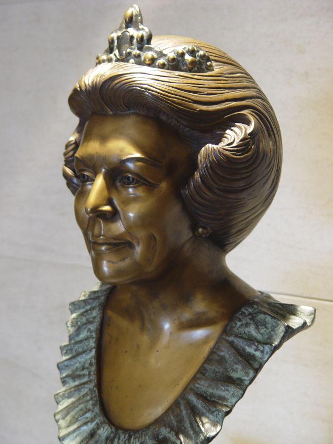 Sylvia-Willink-Beatrix
