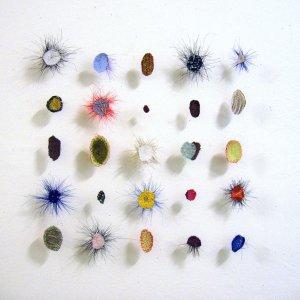 Sampler Dots, 2003, paardenhaar, textiel, gestikt, 50 x 50 cm