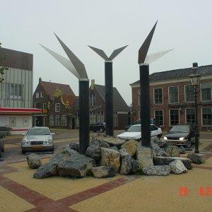 'De Grins fan greide en Wetter' gewapend beton/RVS jaar 2002 Centrum Lemmer